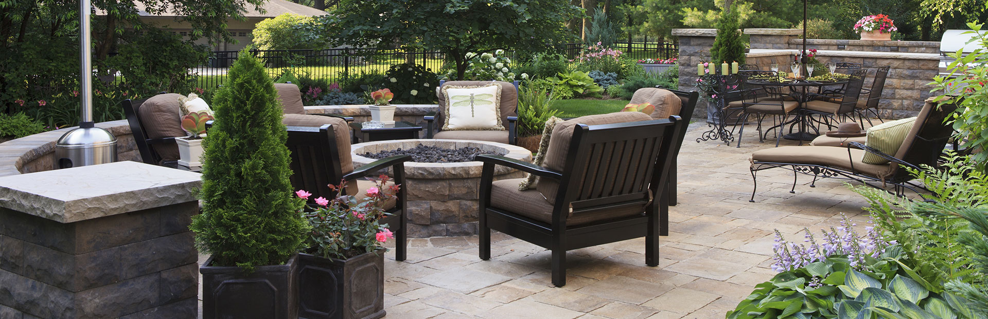 http://derstinelandscaping.com/wp-content/uploads/2019/08/patio-wall-barbecue-slider.jpg